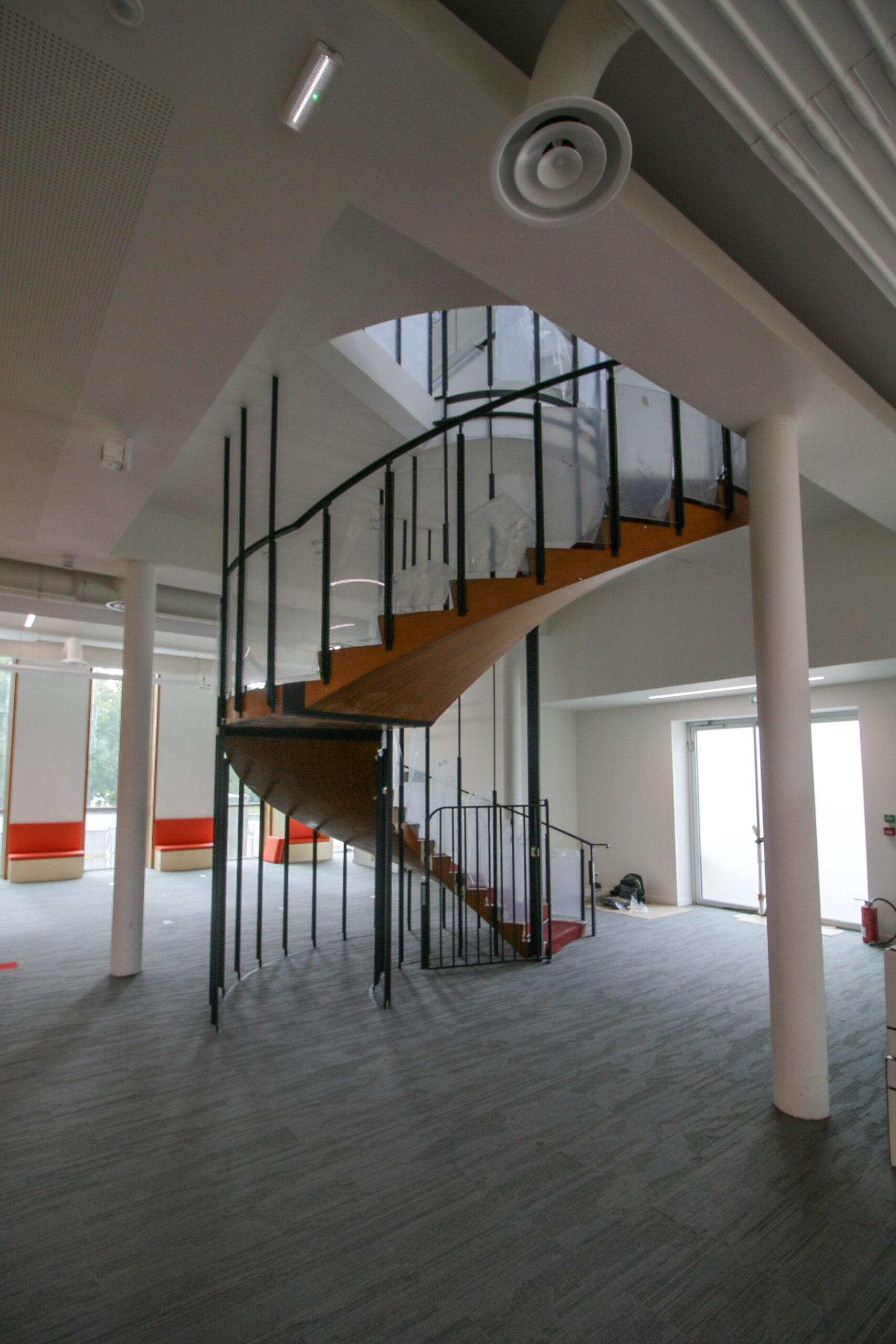 Rez-de-chaussée de l'aile Sud : escalier (septembre 2020)